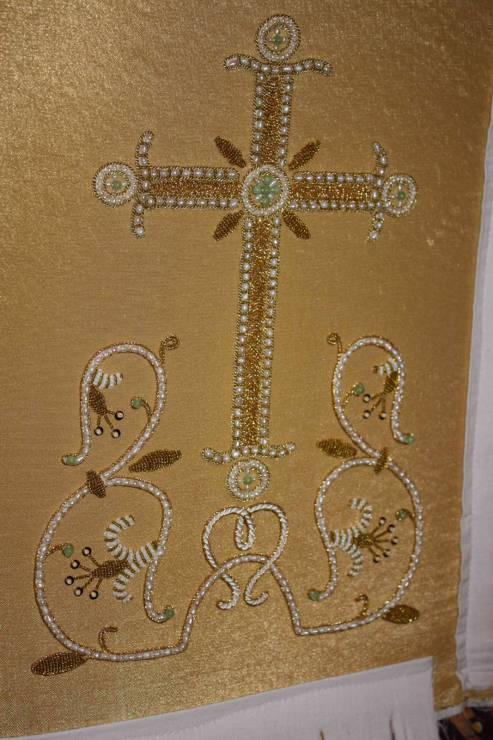 Крест на индитию желтый. В другом варианте