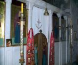 Епитрахили с русскими и сербскими святыми в интерьере храма монастыря Сопочаны