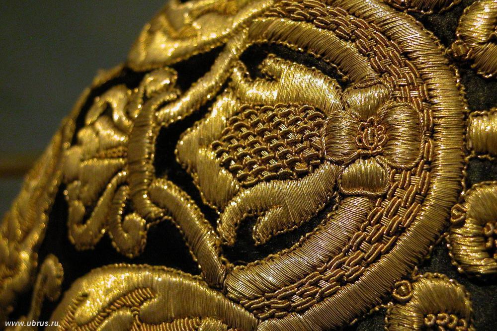 Из монеток золотых сшиты платьица у них под водою